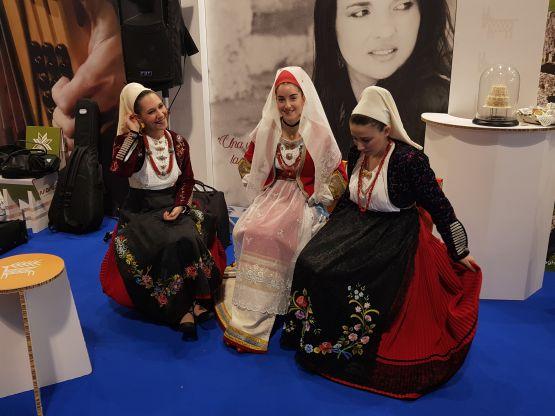 Donne con abiti sardi di Siligo