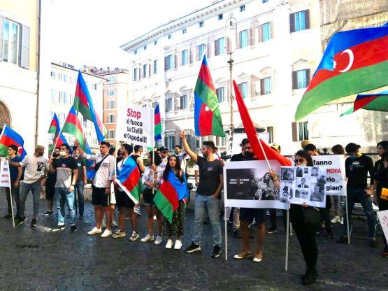 Azeri in Piazza Montecitorio