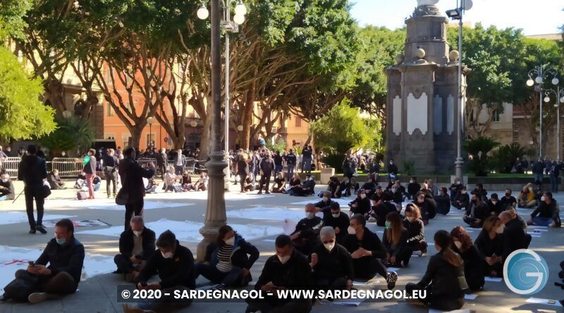 Imprenditori in piazza del Carmine, foto Sardegnagol, riproduzione riservata 2020