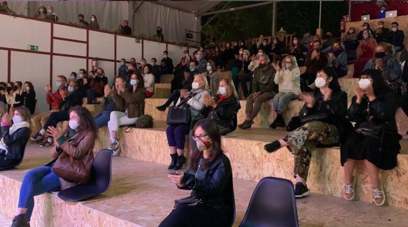 Il pubblico di uno spettacolo teatrale a Madrid