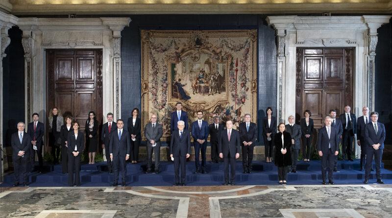 Roma - Il Presidente della Repubblica Sergio Mattarella e il Presidente del Consiglio Mario Draghi con il nuovo Governo, oggi 13 febbraio 2021. (Foto di Paolo Giandotti - Ufficio per la Stampa e la Comunicazione della Presidenza della Repubblica)