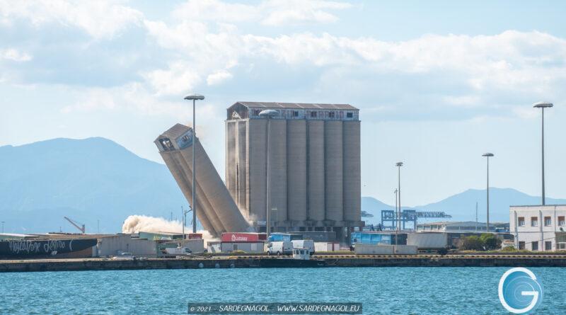 Demolizione silos Porto di Cagliari, foto Marina Federica Patteri Sardegnagol, riproduzione riservata