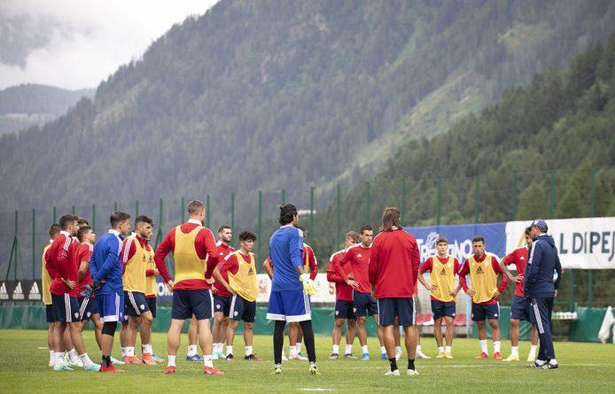 L'allenamento di gruppo, foto Cagliari Calcio / Valerio Spano