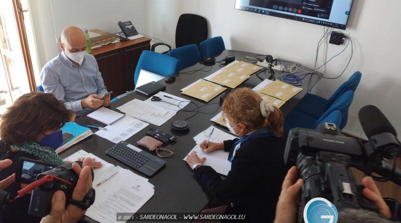 L'apertura delle buste della continuità territoriale aerea, foto Sardegnagol riproduzione riservata
